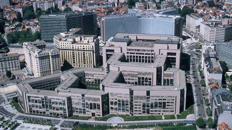 Marco Zullo M5S Europa intrighi potere lobby bruxelles