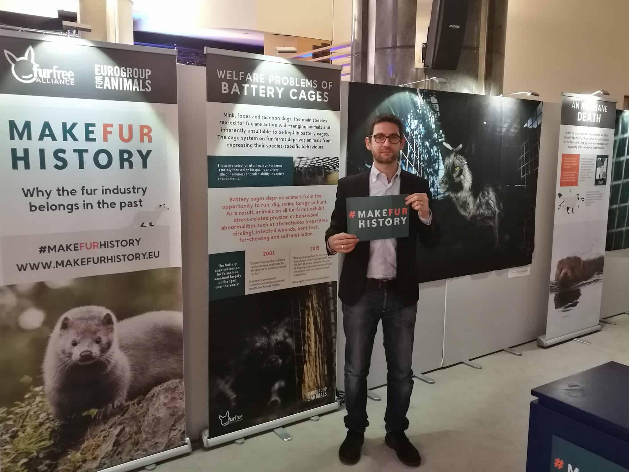 Marco Zullo firma la petizione contro le pellicce animali